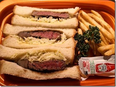 羽田空港の空弁・1日15食限定「ステーキ宮・国産牛フィレステーキサンド」