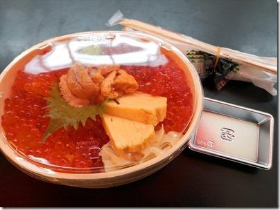 羽田空港国際線の空弁「ありそ鮨し・特上うにいくら丼」