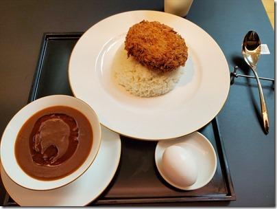 羽田空港のカレーその5 「Minatoya Lounge」の金太郎メンチカツカレー@T2