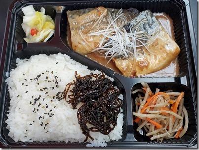 羽田空港第3ターミナルの空弁「銀座おぐ羅・鯖の味噌煮定食弁当」