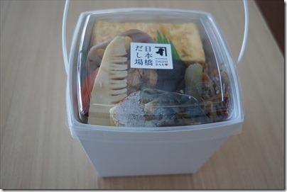 羽田空港国際線の空弁「だし炊き込み2段弁当」